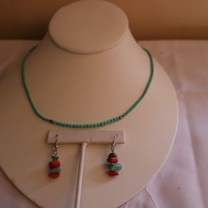 Turquoise Bead Necklace/Choker With Earrings